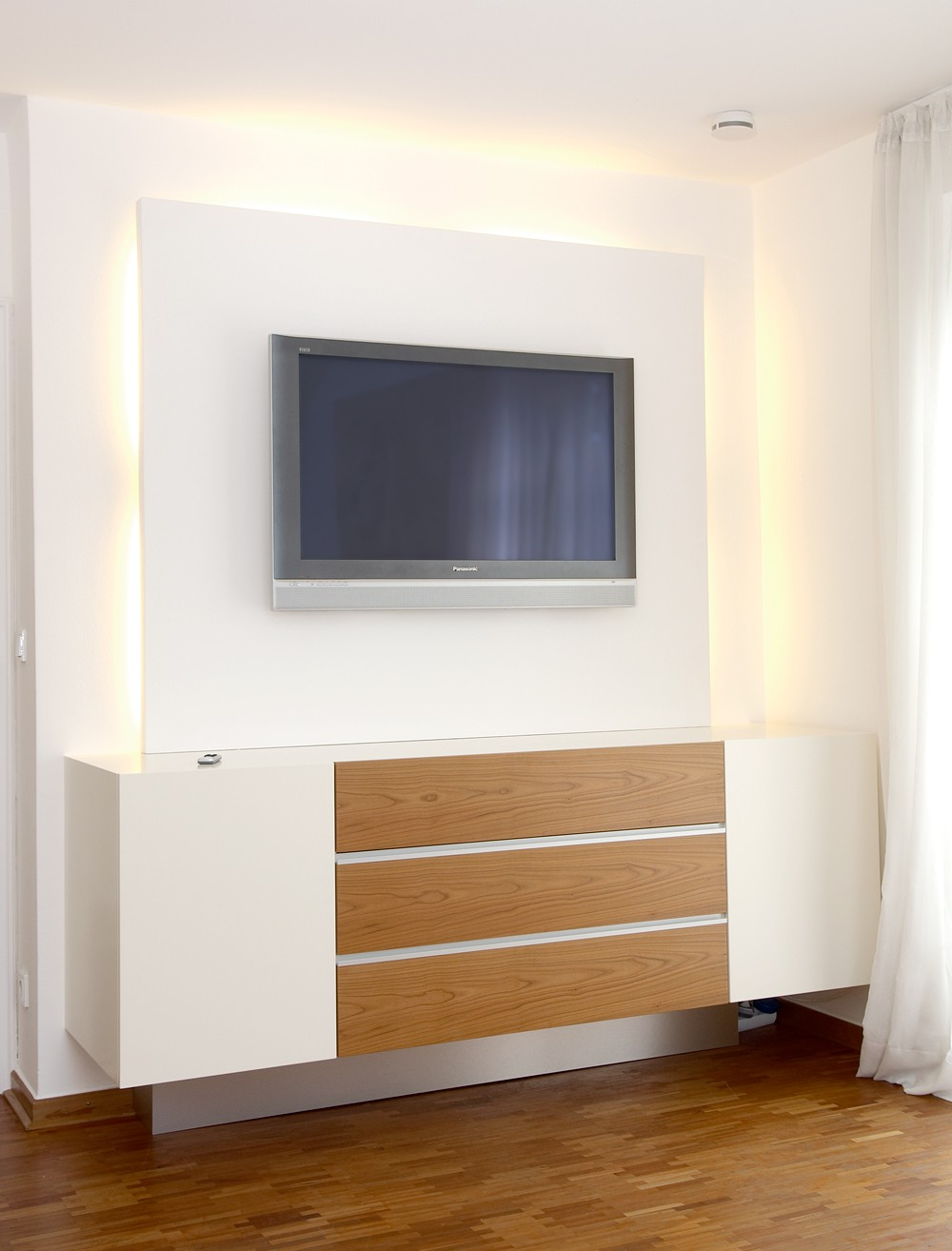 tv phonom bel schreinerei buchal krings. Black Bedroom Furniture Sets. Home Design Ideas